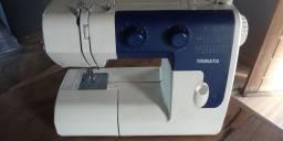 Máquina de costura pouco tempo de uso