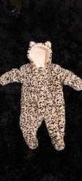 Macacão de bebê 3-6 meses serve mais tempo 68cm.