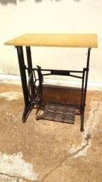 Mesa de máquina de costura antiga