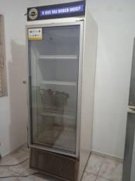 Geladeira expositora de bebidas Metalfrio 445 litros 110V. Usado.