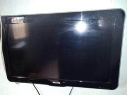 Vede se um lote de tvs para retirada de peças