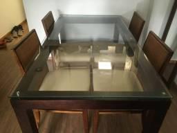 Mesa com tampo de vidro da Tok Stok