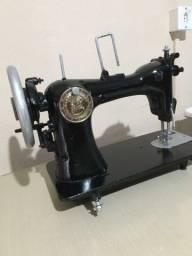 "Máquina de costura antiga ""Victoria Retro"""