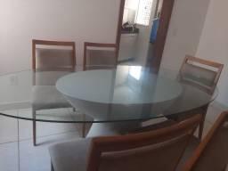 Mesa de vidro oval