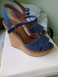 Vendo calçados em ótimo estado, usados apenas uma fez.