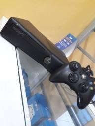 Xbox 360 bem conservado.
