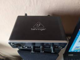 Interface de áudio da Behringer nova