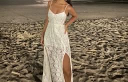 Vestido branco de renda longo