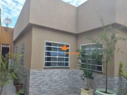Sarom Imóveis vende casa três quartos sendo uma suíte Etapa D Valparaíso 1 de Goiás.