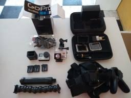 Câmera GoPro com três baterias