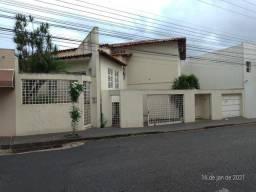 Casa para Locação em Uberlândia, Nossa Senhora Aparecida, 8 dormitórios, 5 banheiros, 2 va