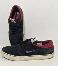 Tênis Nike, número 42