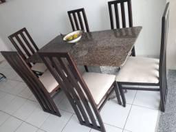 Vendo mesa de granito com 6 cadeiras de madeira
