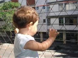 Proteja suas crianças com redinha de proteção instalada em janelas sacadas