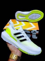 Tenis adidas ultraboost disponivel em duas cores