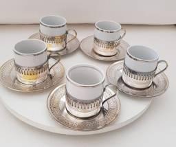 5 xícaras de café com suporte de prata