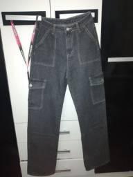 Calça jeans preta, serve 36