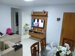 Apartamento reformado, porcelanato, armários, ar condicionado! R$ 133 mil.
