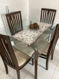 Mesa em madeira com 4 cadeiras