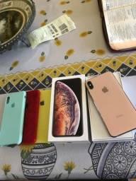 iPhone XS Max semi-novo.
