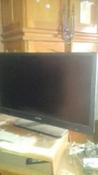 Tv LED com esta boa  tela  com defeito  mais placa  mãe  dela esta boa *