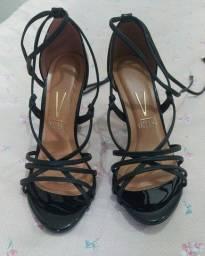 Sandália de salto nova tamanho 37 preta marca Vizzano