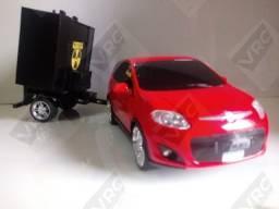Miniatura Fiat Pálio com mini paredão na carrocinha
