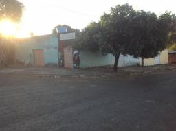 Casa 3 dormitórios em lote de esquina com pequeno ponto comercial,garagem