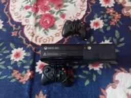 Console Xbox 360 ultimo modelo em bom estado