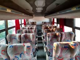 Ônibus 24 passageiros