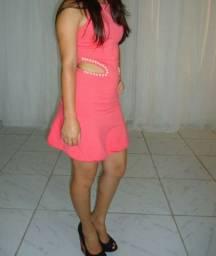 Vendo vestido rosa com detalhes em pérola
