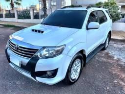 Toyota Hilux SW4 2013 automática 3.0 Diesel 4x4 zerada 90mil km / tro.co e financio