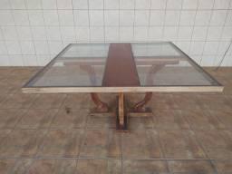 Vendo mesa de madeira com detalhe em vidro