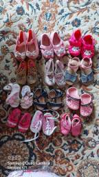 Lote contendo 12 sapatinhos de menina