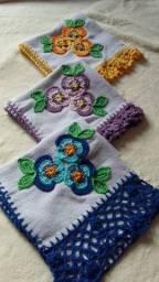 Kit Copa com 3 Panos de prato com barrado e aplicação em crochê.