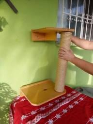 Arranhador com prateleiras