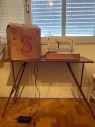 Máquina de costura Singer pressomatic 968 zig zag com mesa