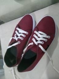 Vendo dois sapatos semi novos