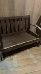 Sofá de madeira fabricado em madeira de lei