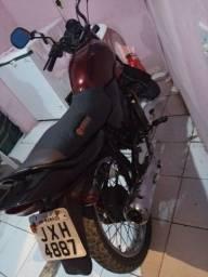 UMA moto. 2.300 reais avista
