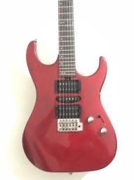 Guitarra Washburn X Séries, com marcas de uso.