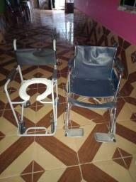 Duas cadeiras uma de rodas e outra de banho em bom estado