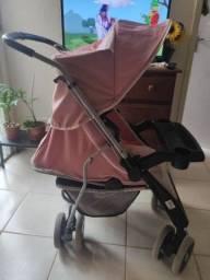 Vendo um carrinho de bebê com bebê conforto