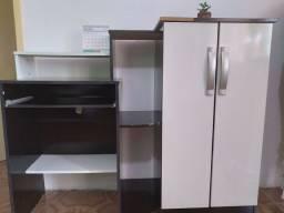Mesa para computador com armário embutido