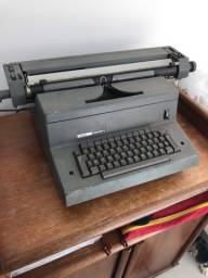 Máquina de escrever Olivetti TEKNE 3