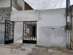 Vendo casa no bairro damas com 150m, 3 quts 1 vaga, parcelo os cauções em ate 10 x. r$ 800