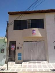 Apartamento semimobiliado, com 02 suítes, em Crato