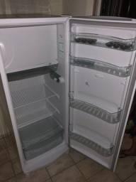 Vendo geladeira consul nova
