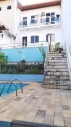 Casa duplex com piscina e área externa no Vale Verde