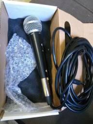 Vendo  Esse microfone novo 100